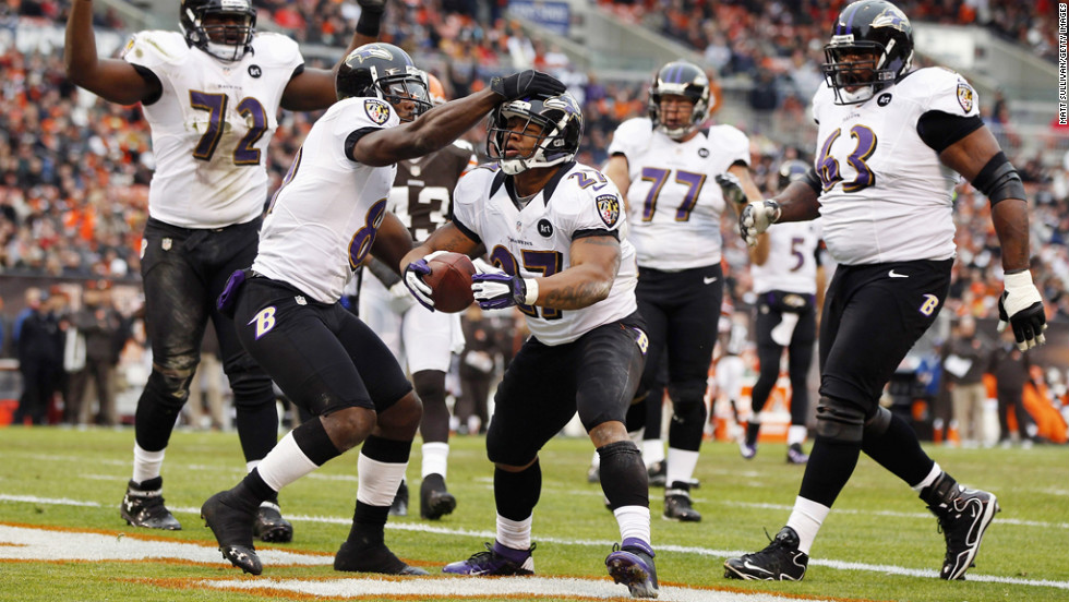 Running back Ray Rice of the Ravens celebrates after scoring a touchdown with wide receiver Anquan Boldin during a game against the Browns on Sunday.