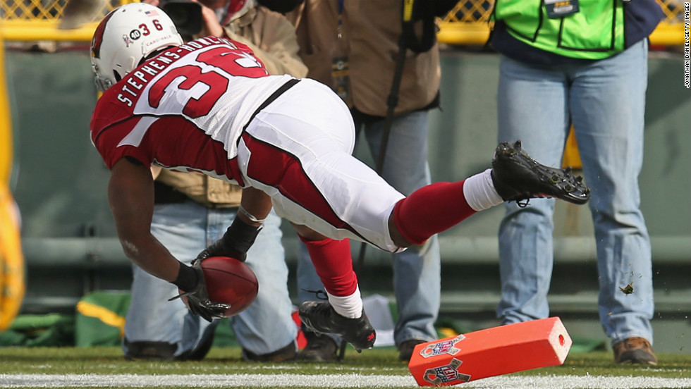 LaRod Stephens-Howling of the Cardinals scores a touchdown against the Packers on Sunday.