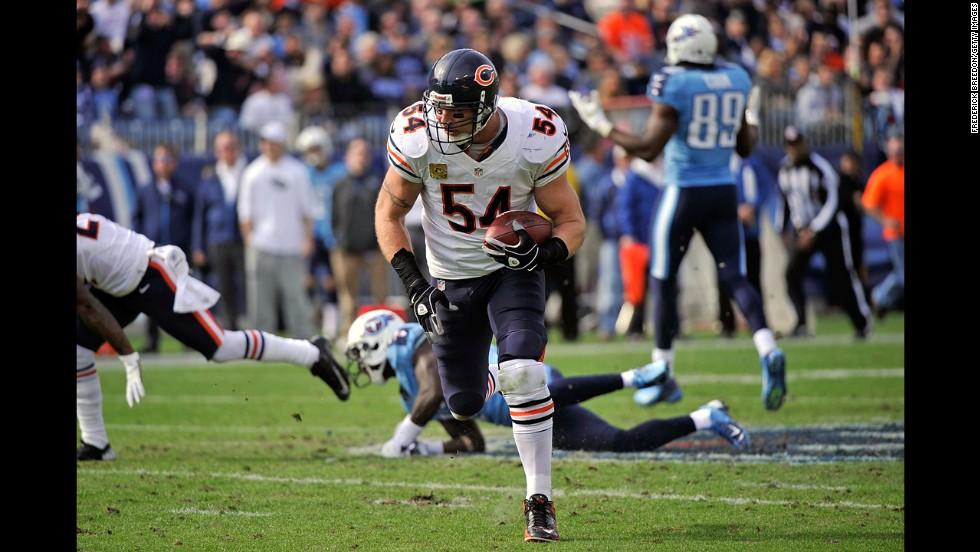 Brian Urlacher of the Bears runs back an interception for a touchdown against the Titans on Sunday.