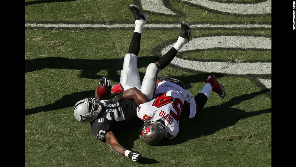 Raiders running back Darren McFadden is tackled by Lavonte David of the Buccaneers.