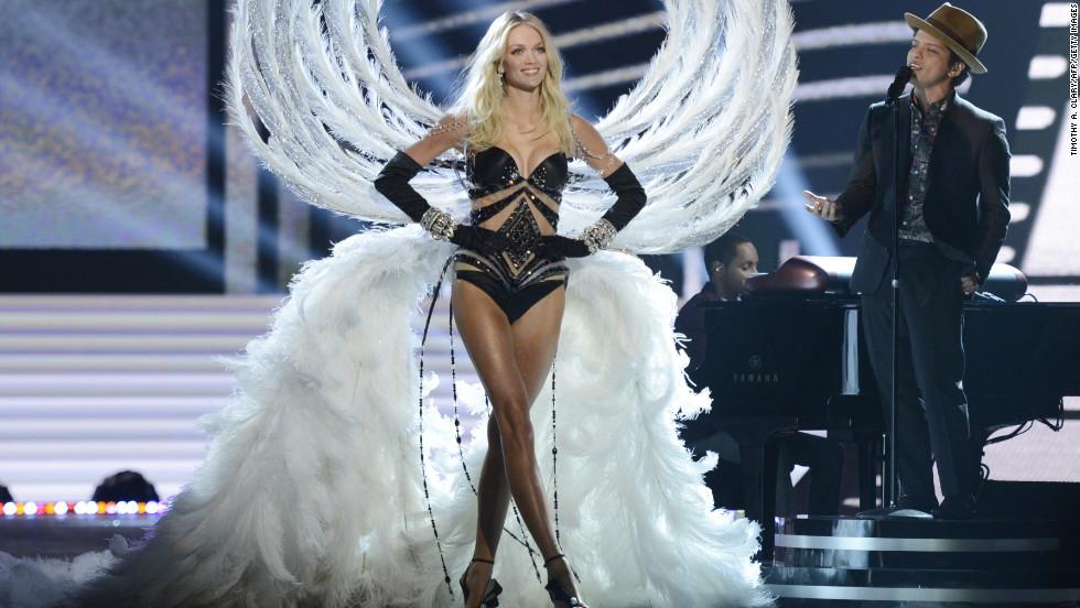 vs fashion show 2012 Lindsey Ellingson
