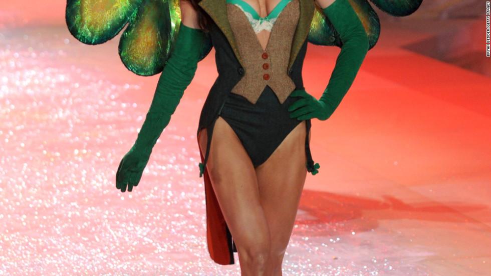 vs fashion show 2012 Hilary Rhoda