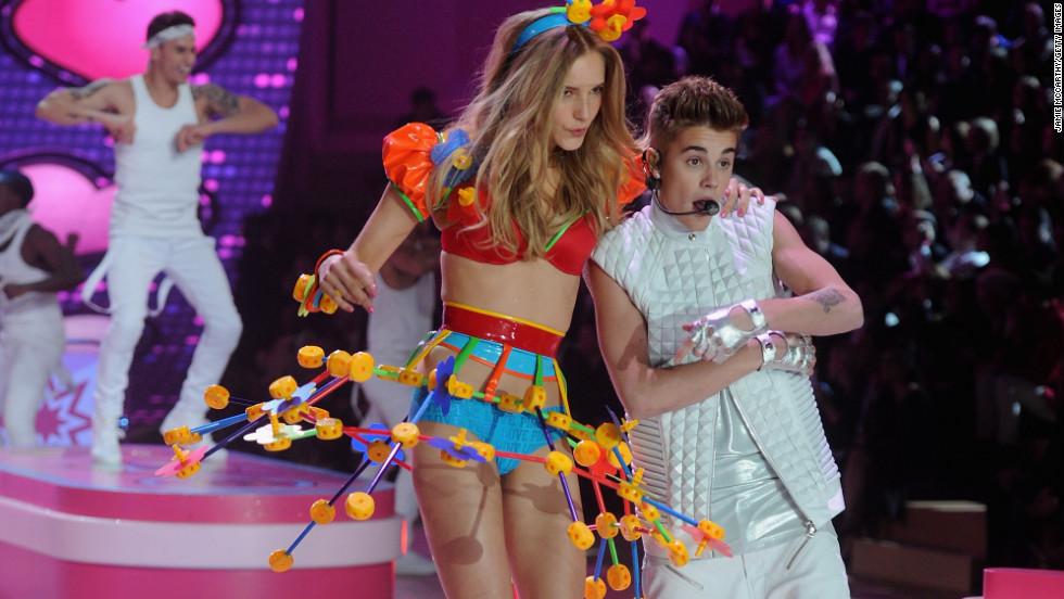 vs fashion show 2012 Justin Bieber, Maud Welzen