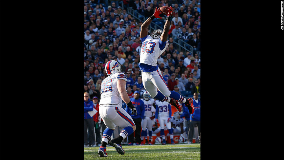 Bryan Scott of the Buffalo Bills misses interception as Kyle Williams watches in the first half on Sunday.