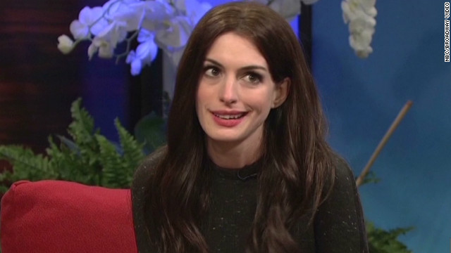 Hathaway spoofs Katie Holmes on 'SNL'