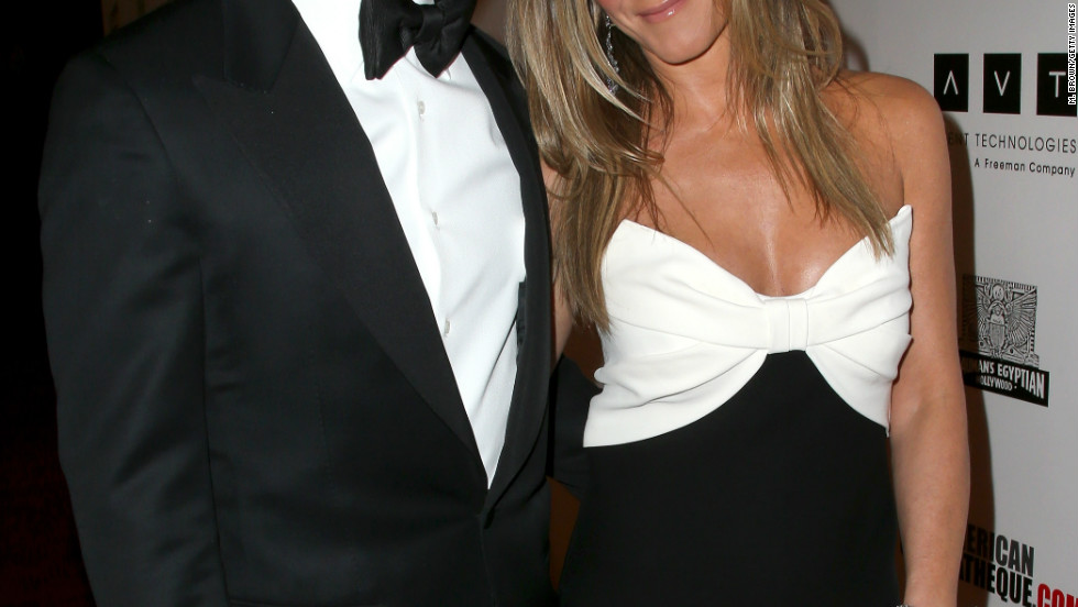 November 15 was a date night for engaged pair Jennifer Aniston and Justin Theroux, as they attended the 26th American Cinematheque Award Gala honoring Ben Stiller.