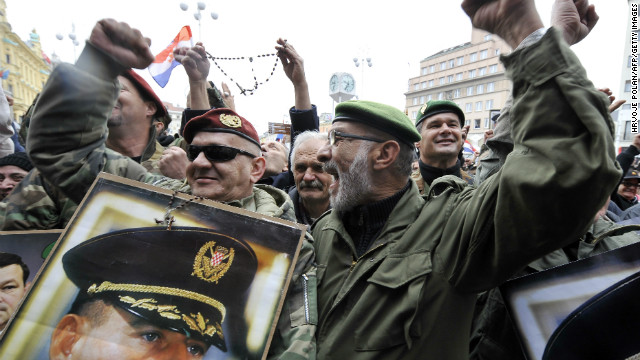 Crowds celebrate after the UN Yugoslav war crimes court acquitted Croatian former generals Ante Gotovina and Mladen Markac of charges ordered them free on November 16, 2012.