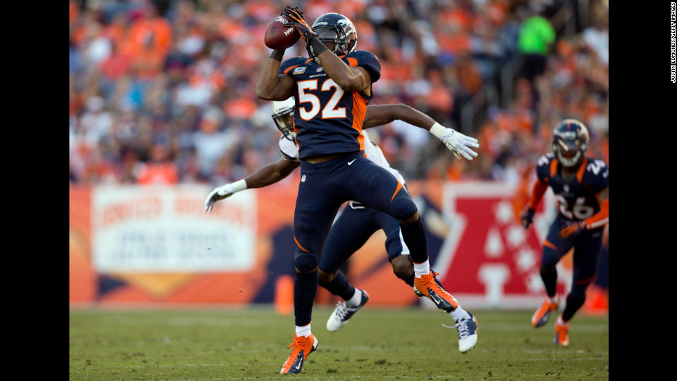 Linebacker Wesley Woodyard of the Broncos intercepts a pass during the second quarter against the Chargers on Sunday.