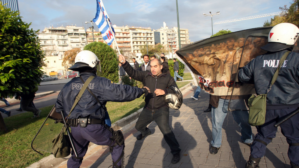 Municipal workers clashes with riot police during a demonstration against the presence of a German deputy labour minister Hans-Joachim Fuchtel, in Thessaloniki on November 15, 2012.