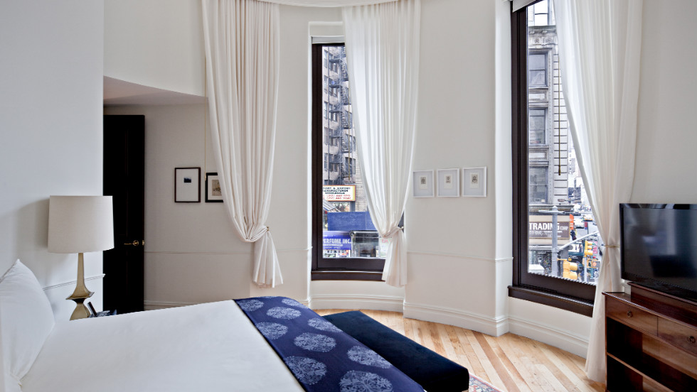 NoMad is a new hotel housed in a turn-of-the-century Beaux-Arts building in the New York's NoMad neighbourhood (north of Madison Square Park).