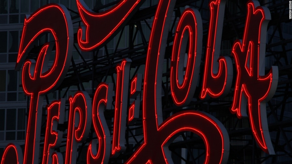 The 1938 Pepsi Cola sign in Long Island City, Queens is the work Artkraft Strauss Sign Corp.