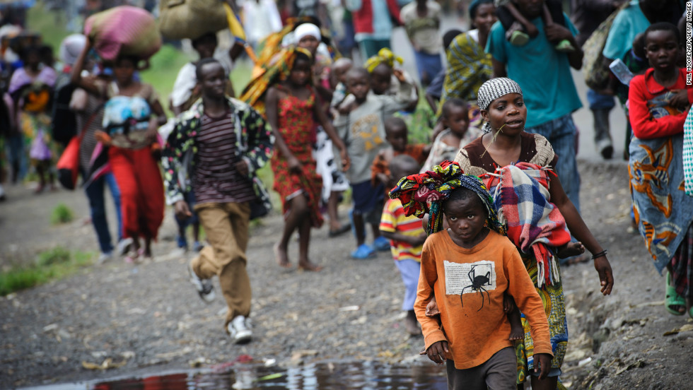 Thousands of Congolese flee the town of Sake, 26km west of Goma, on November 22, 2012.