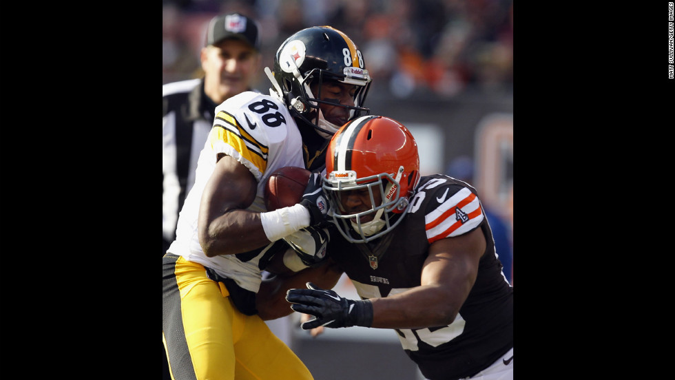 Wide receiver Emmanuel Sanders of the Steelers is hit by linebacker Craig Robertson of the Browns on Sunday.