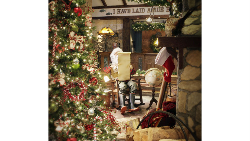 Big Cedar Lodge in Ridgedale, Missouri, offers festive activities, including wagon rides through the countryside, capped off with hot chocolate and s'mores by a bonfire.