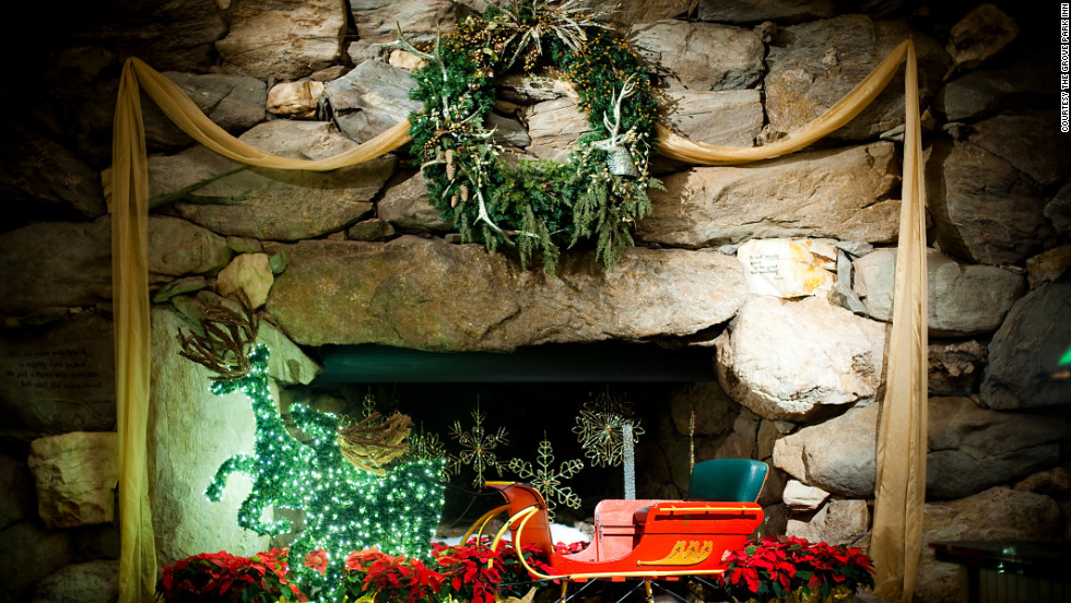 The Grove Park Inn, tucked among the Blue Ridge Mountains in Asheville, North Carolina, hosts caroling choirs and a yule log ceremony in the Great Hall.