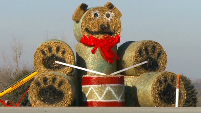 pkg giant hay bale teddy bear_00002321