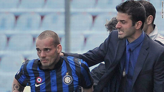 Inter midfielder Wesley Sneijder, left, celebrates with head coach Andrea Stramaccioni after scoring against Udinese in April.