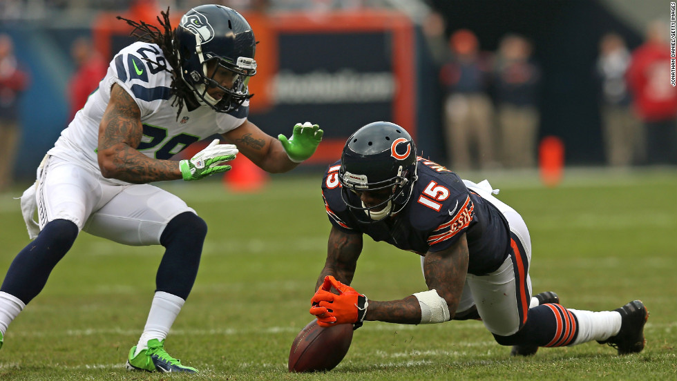 Brandon Marshall of the Chicago Bears recovers his own fumble as Earl Thomas of the Seattle Seahawks closes in on Sunday.