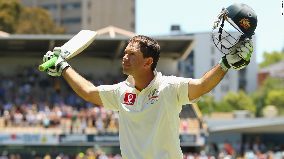 He was given a standing ovation by the 7,000-strong crowd, having matched Steve Waugh's record of Test appearances for Australia.