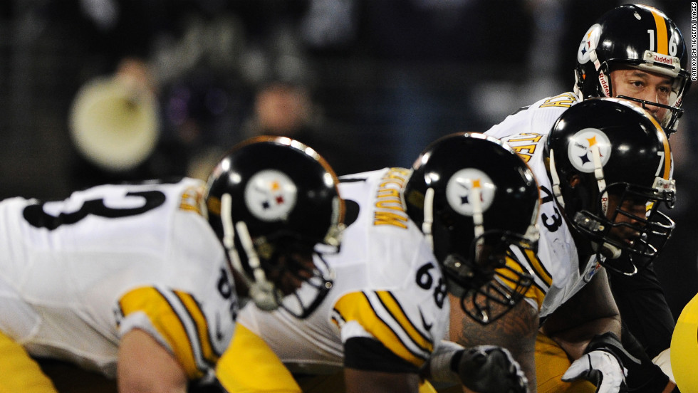 Quarterback Charlie Batch of the Pittsburgh Steelers looks at the Baltimore Ravens' defensive line on Sunday.