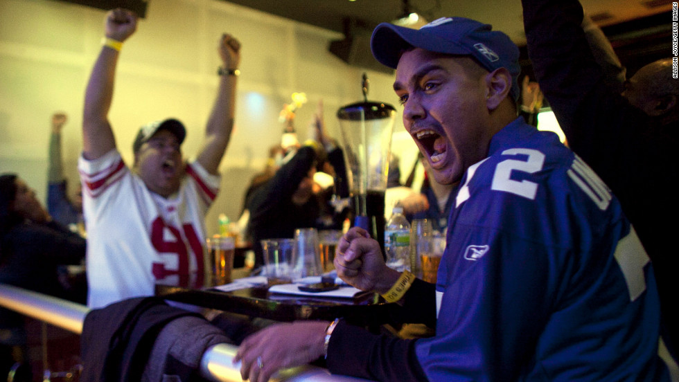 <strong>February 5: </strong>Football fans watch the New York Giants take on the New England Patriots in Super Bowl XLVI at Tonic Bar in New York. The Giants defeated the Patriots 21-17.