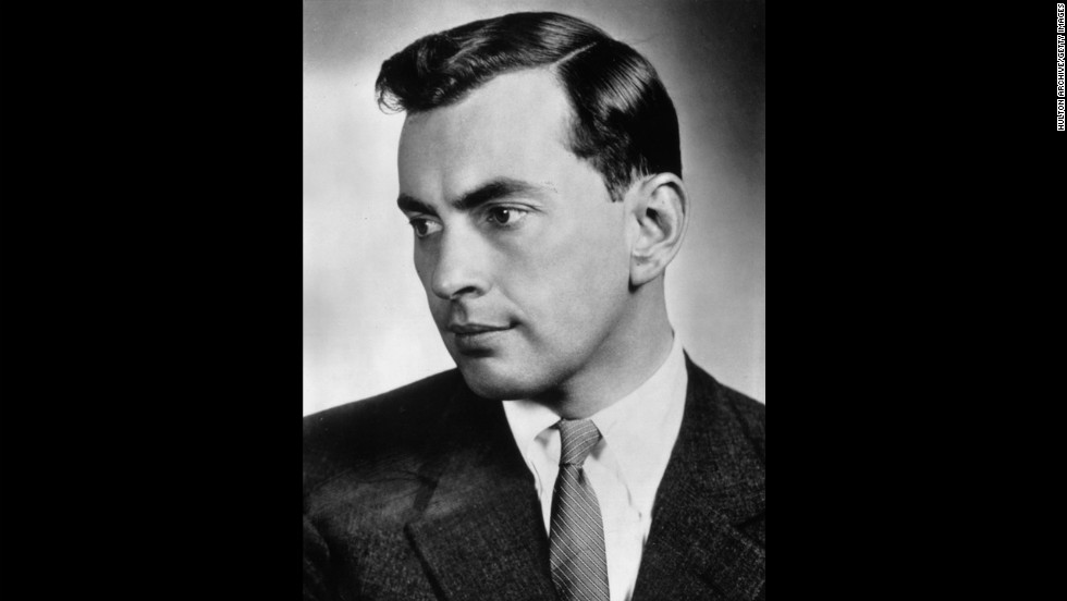 "Writer <a href=""http://www.cnn.com/2012/08/01/showbiz/gore-vidal-death/index.html"" target=""_blank"">Gore Vidal</a> died July 31 of complications from pneumonia, a nephew said. He was 86."