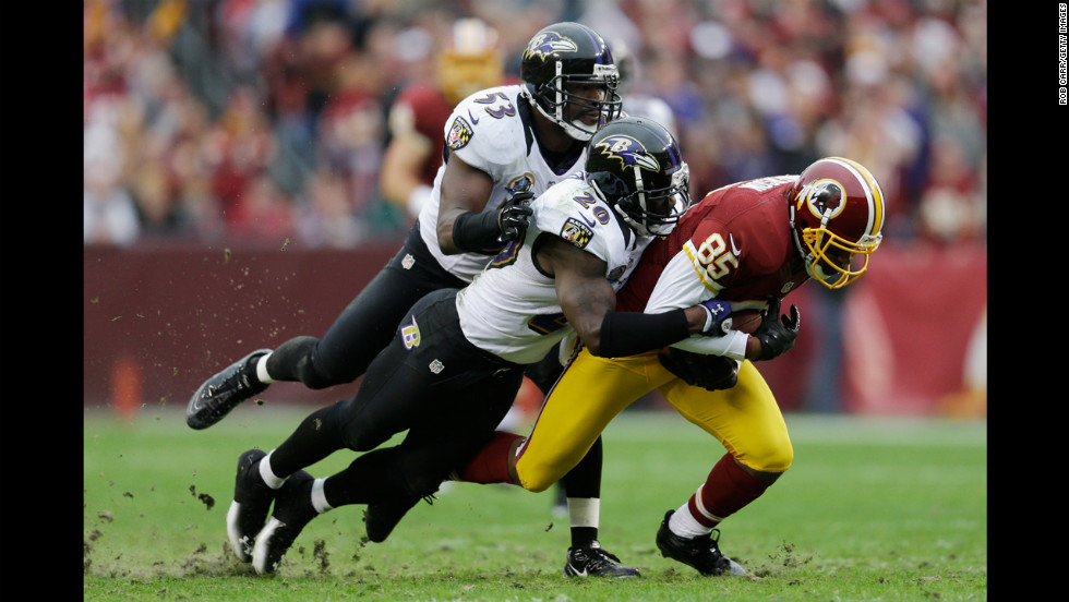 Ravens linebacker Jameel McClain and Ravens safety Ed Reed (No. 20) tackle Redskins wide receiver Leonard Hankerson during the first half on Sunday.
