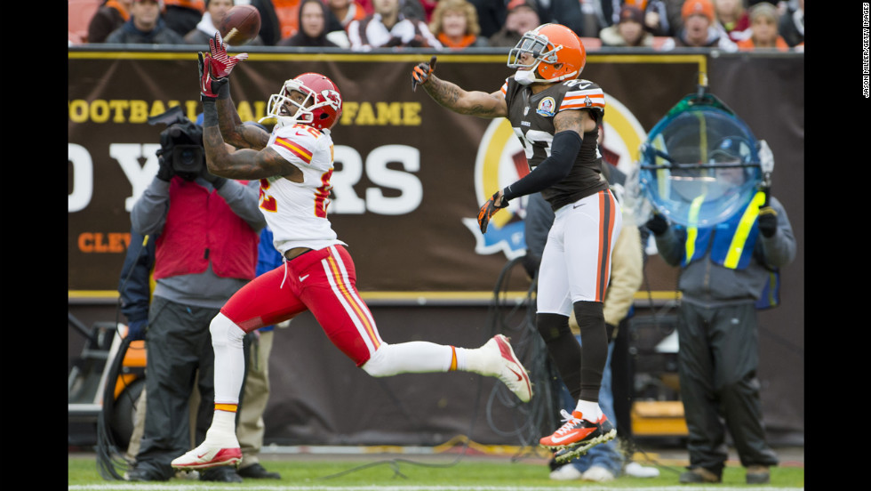 Wide receiver Dwayne Bowe of the Chiefs catches a pass in front of Browns cornerback Joe Haden on Sunday.