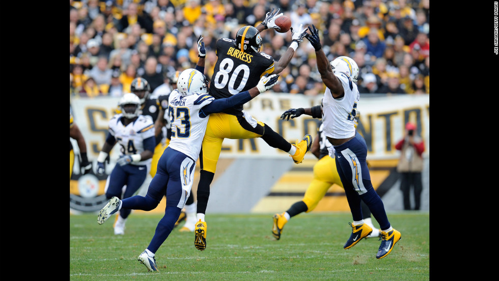 Steelers wide receiver Plaxico Burress makes a catch between Quentin Jammer and Takeo Spikes of the Chargers on Sunday.