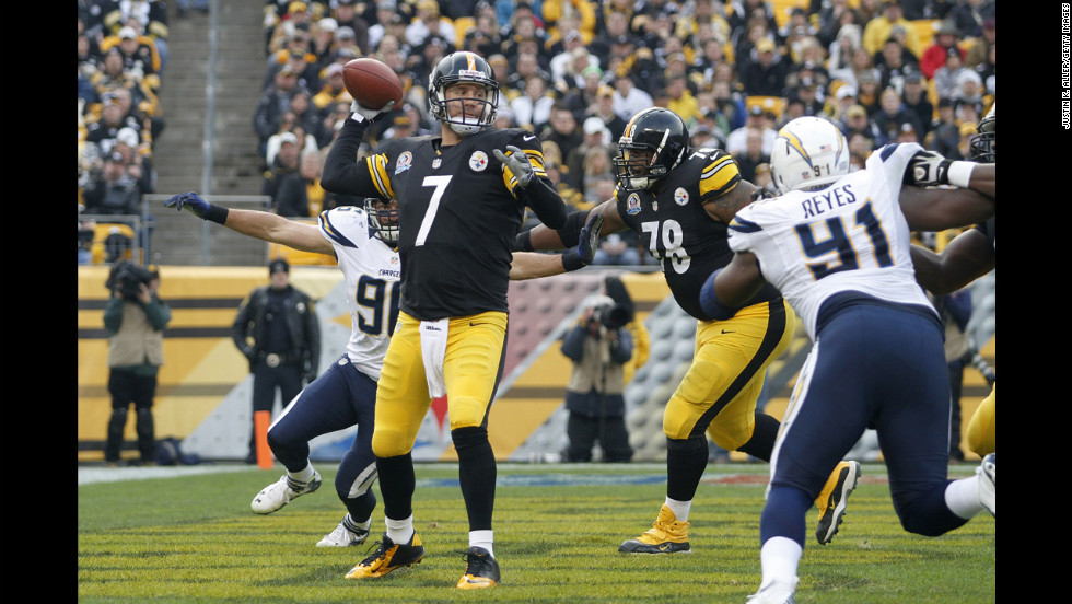 Steelers quarterback Ben Roethlisberger drops back to pass on Sunday.