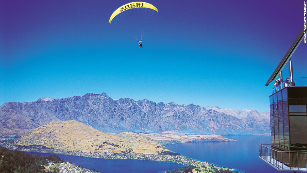 For a Christmas more chilled than chilly, try a summer break in Queenstown. You can jetboat, river surf, or paraglide on Lake Wakatipu, or simply set up camp along the lakefront and enjoy a hearty Christmas meal of lamb, seafood, and chicken on the barbie.