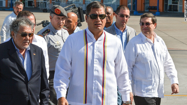 Ecuadorean President Rafael Correa (C) arrives to Jose Marti airport in Havana, on December 10, 2012. Correa is in Cuba to visit his Venezuelan counterpart Hugo Chavez, hospitalized in this city.
