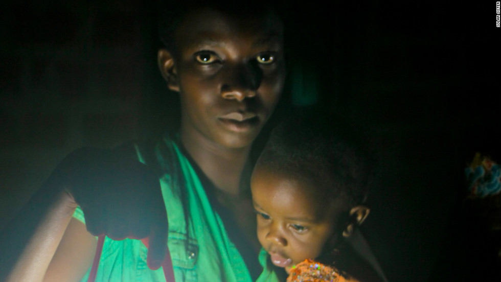 Households in rural areas removed from the electricity grid rely mainly on fuel-based devices such as kerosene lamps for access to light. Such lanterns, however, are polluting and expensive: they emit toxic fumes, pose fire hazards and also put a strain on family budgets.