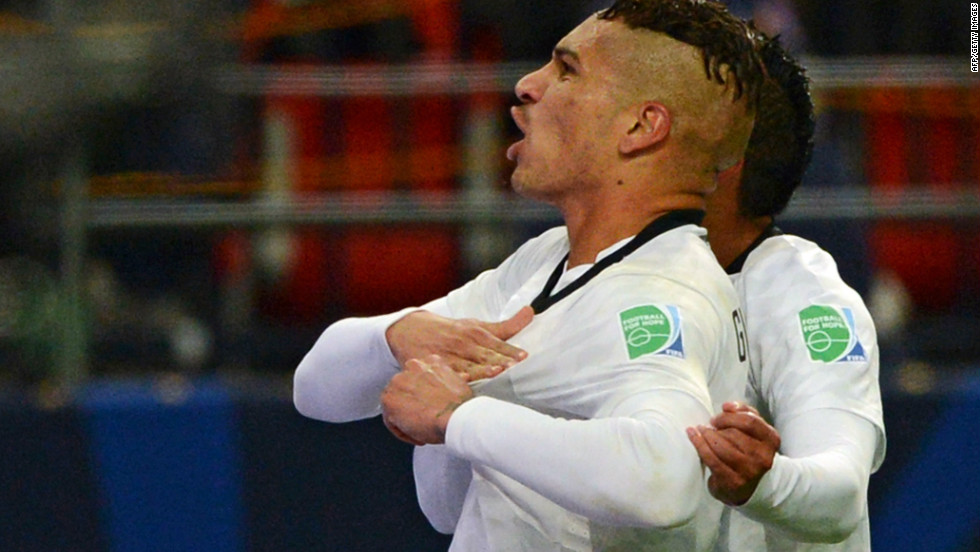 Corinthians forward Paolo Guerrero opened the scoring in the Club World Cup semi-final against Egyptian side Al-Ahly with a powerful header.