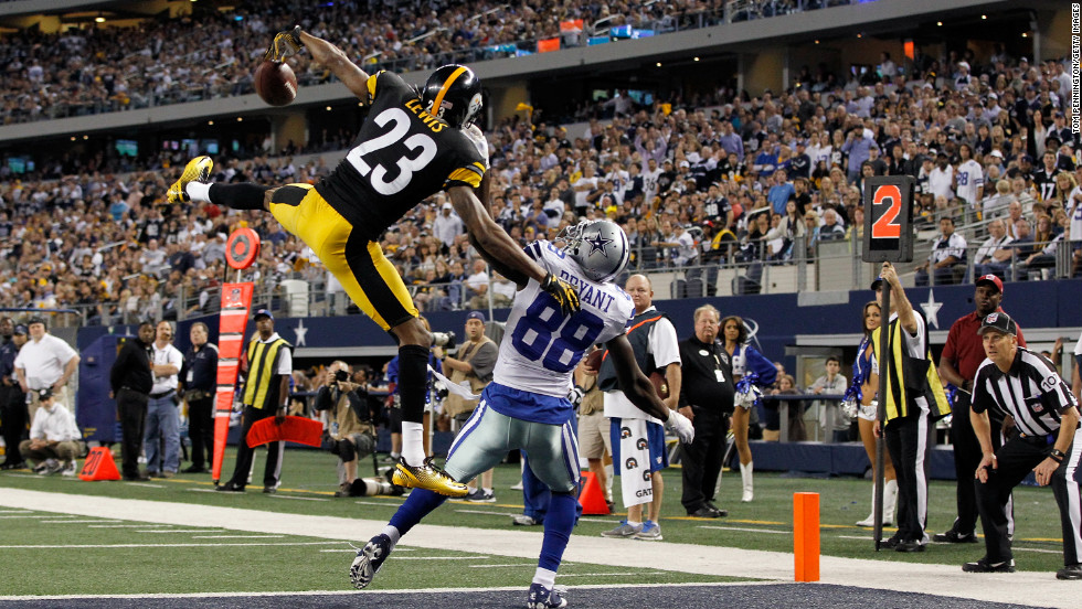 Keenan Lewis of the Steelers breaks up a pass intended for Dez Bryant of the Cowboys in the end zone on Sunday.