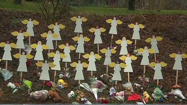 Vigils dot Newtown, Connecticut