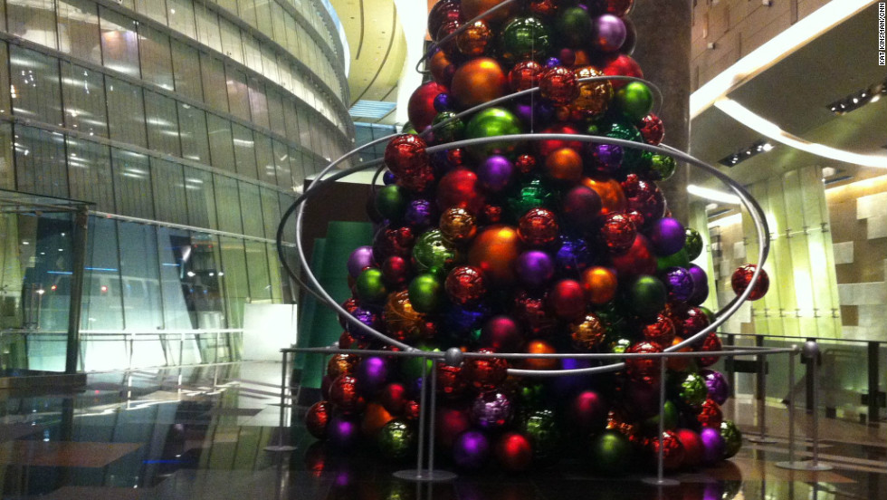 A depressive 39 s guide to christmas cnn for When does las vegas decorate for christmas