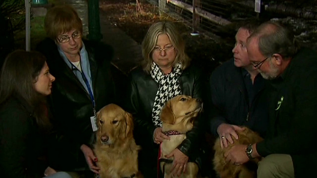 exp erin ct shooting comfort dogs aid newtown victims families_00010722