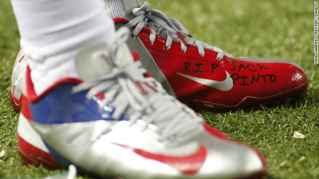 Victor Cruz's shoes bore a tribute to Jack Pinto, one of the children killed in the Sandy Hook Elementary shooting.