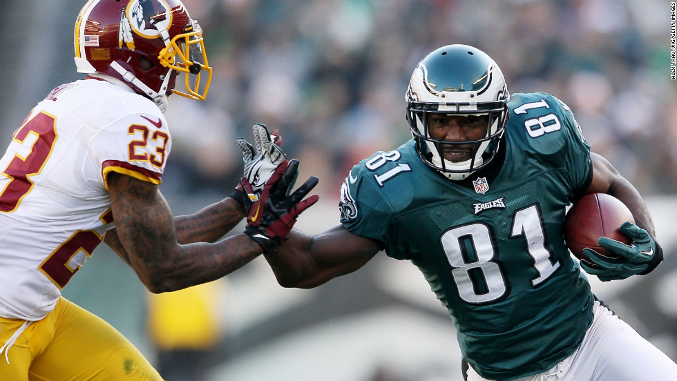 Jason Avant of the Eagles runs with the ball as DeAngelo Hall of the Redskins defends on Sunday.