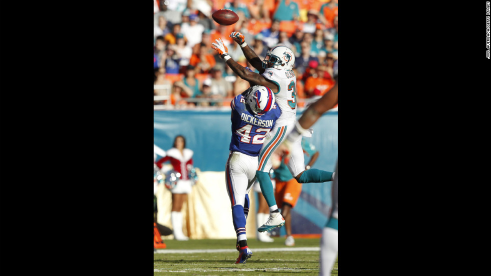 Chris Clemons of the Dolphins defends against Dorin Dickerson of the Bills on Sunday.