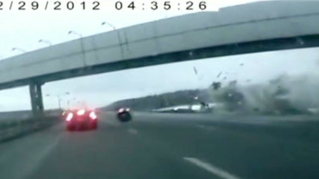 Jet overshoots Moscow airport runway