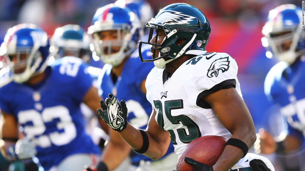 LeSean McCoy of the Philadelphia Eagles carries the ball against the New York Giants on Sunday.