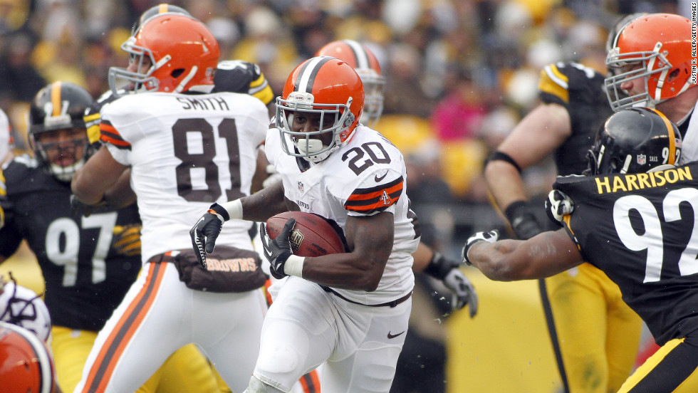 Montario Hardesty of the Cleveland Browns carries the ball against the Pittsburgh Steelers on Sunday.