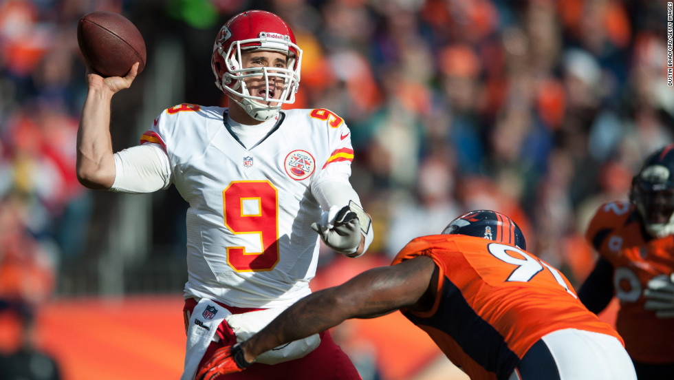 Brady Quinn of the Kansas City Chiefs passes against the Denver Broncos on Sunday.