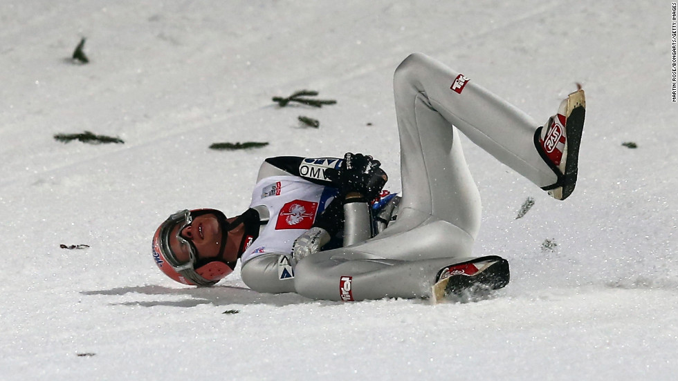 Manuel Fettner of Austria gets medical treatment during the qualification round on January 5.