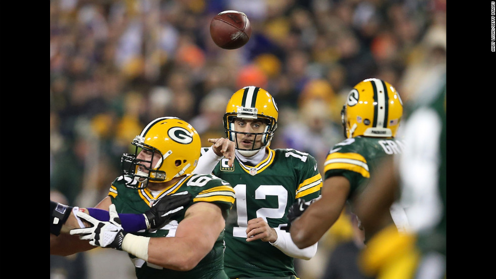 Packers quarterback Aaron Rodgers throws the ball to running back Ryan Grant.