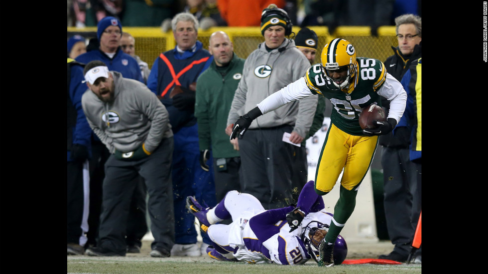 Greg Jennings eludes Minnesota cornerback Chris Cook on a run that picked up 32 yards.
