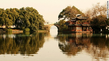 The beautiful West Lake has inspired many famous artists, poets and writers.