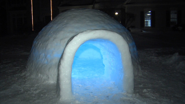 cnne father biulds an igloo_00000227